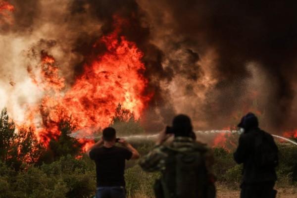Σε τρεις νέες συλλήψεις για εμπρησμούς σε Λιβαδειά, Μυτιλήνη και Μαρκόπουλο προχώρησε η ΕΛΑΣ