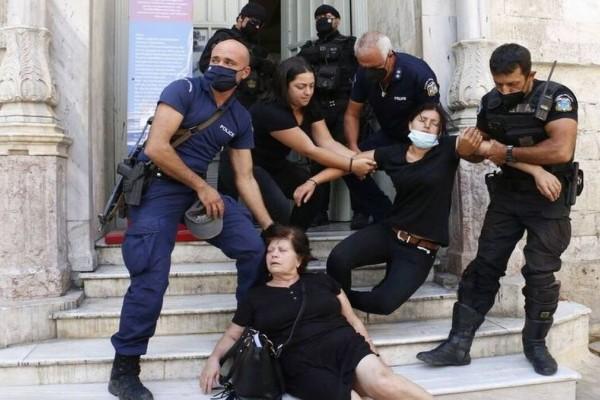 Έγκλημα στη Μεσαρά: Προσπάθησαν να λιντσάρουν τον δολοφόνο - Λιποθύμησε η μητέρα του θύματος