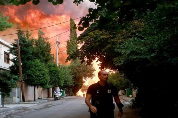 Πύρινος εφιάλτης στη Βαρυμπόμπη: «Μάχη» από αέρος και γης για να οριοθετηθεί - Ένα μέτωπο ενεργό - Κάηκαν 80 σπίτια
