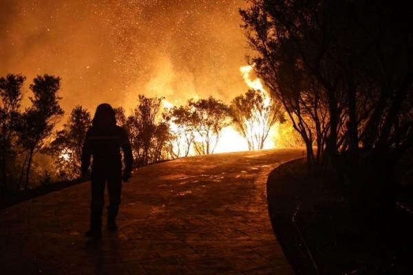 Φλέγεται η Ελλάδα! Απίστευτη απεικόνιση της NASA με τις πυρκαγιές