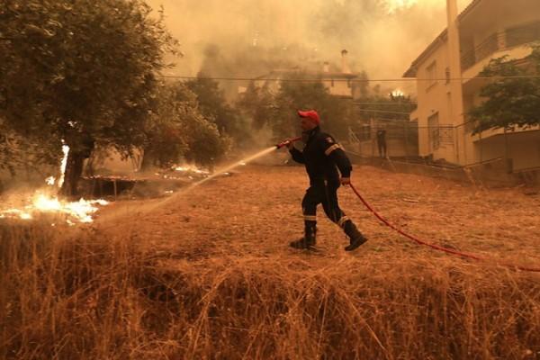 Φωτιές: Η κατάσταση της υγείας των εθελοντών δασοπυροσβεστών - Ισραηλινός πυροσβέστης στο Σισμανόγλειο