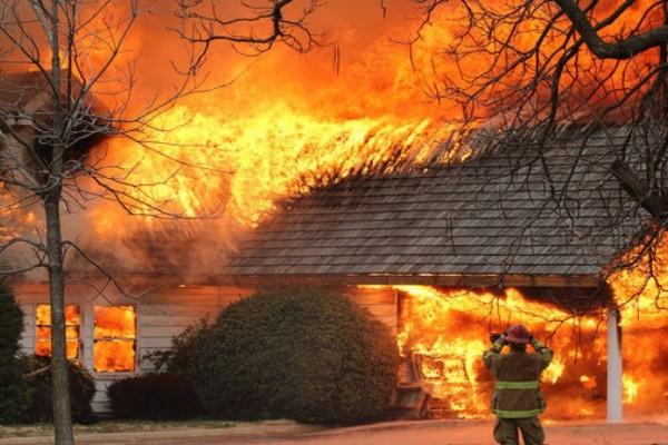 Πυρκαγιές στην Πελοπόννησο: 20 πολίτες και 4 πυροσβέστες με αναπνευστικά προβλήματα και εγκαύματα
