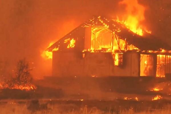 «Διπλή» κόλαση στην Αττική: 5η ημέρα φωτιάς στα Βίλια, νέο μέτωπο στην Κερατέα