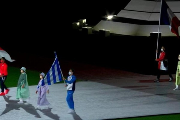 Ολυμπιακοί Αγώνες: Η είσοδος του Γιάννη Φουντούλη με την ελληνική σημαία στην τελετή λήξης
