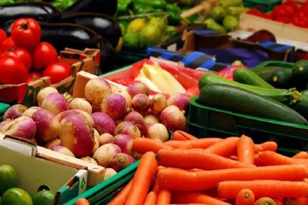 10 φρούτα και λαχανικά με τα περισσότερα φυτοφάρμακα