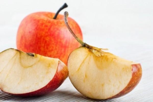 Ο τρόπος για να μην μαυρίζουν τα κομμένα φρούτα
