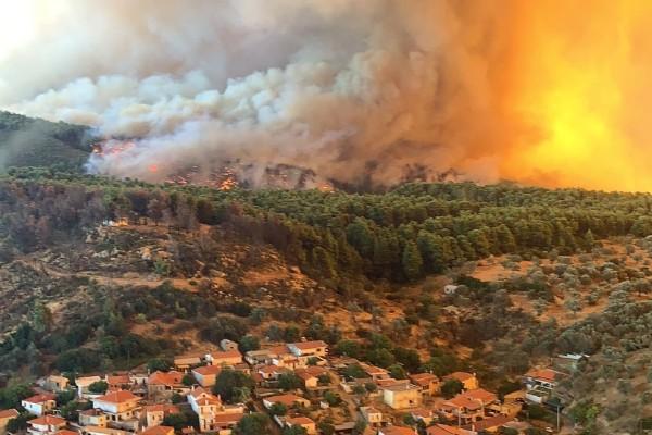 Φωτιά στην Εύβοια: Εκκενώνονται τα χωριά Αγία Άννα, Κερασιά και Αχλάδι