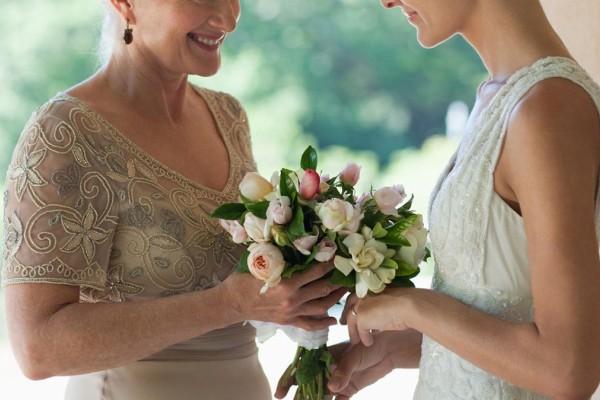 Φοβερή ανατροπή! Αυτό που αποκάλυψε η πεθερά στο γάμο πάγωσε τη νύφη και τον γαμπρό