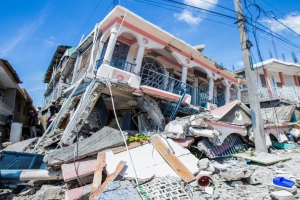 «Μαύρες» ώρες για την Αϊτή: Στους 724 αυξήθηκε ο αριθμός των νεκρών από τον θηριώδη σεισμό