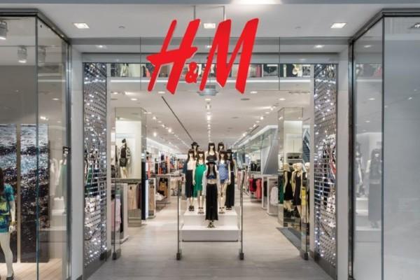 H&M: Μαύρο στενό φόρεμα που θα ενθουσιαστείτε! - Κοστίζει μόνο 9,99 €