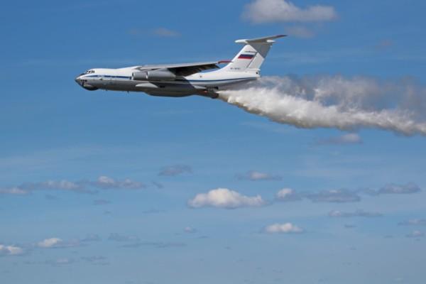 Φωτιά: Το πυροσβεστικό αεροσκάφος Ιλιούσιν εν δράσει – Δείτε να κάνει ρίψη 49 λίτρων νερού