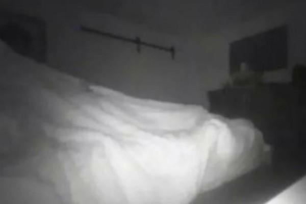 33χρονος έβαλε κρυφή κάμερα γιατί πίστευε πως το σπίτι του ήταν στοιχειωμένο - Τελικά κατέγραψε τη σύντροφό του να...