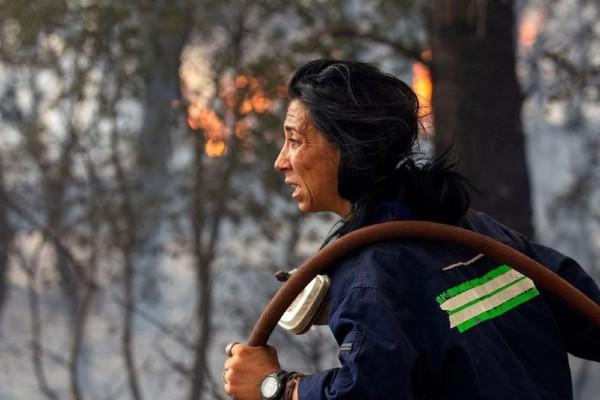 Κατερίνα Ιωαννίδου: Συγκλονίζει η εθελόντρια δασοπυροσβέστης - «Συγγνώμη στους γονείς του Βασίλη που χάθηκε»