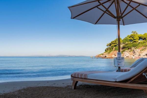 Σοκ σε παραλία της Κρήτης – Νεκρή σε ξαπλώστρα 53χρονη τουρίστρια