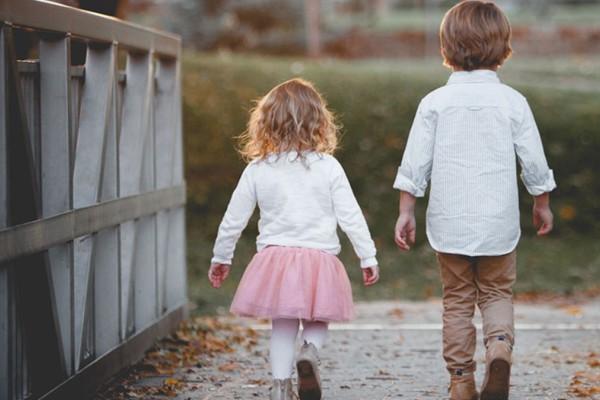 25 φράσεις που χρειάζεται να λες συνέχεια στο παιδί σου
