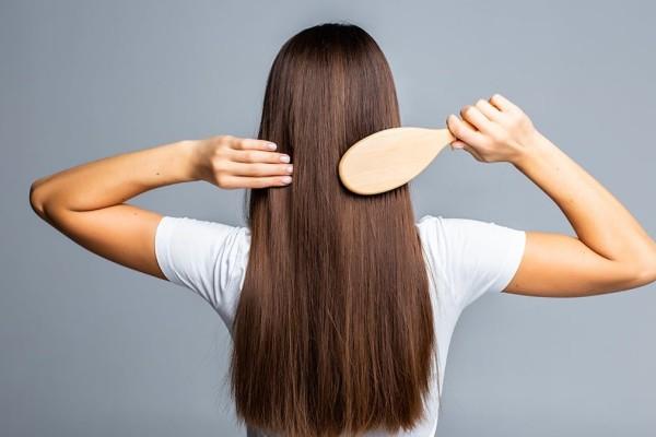 Το μυστικό για να μακρύνετε τα μαλλιά σας με φυσικό τρόπο