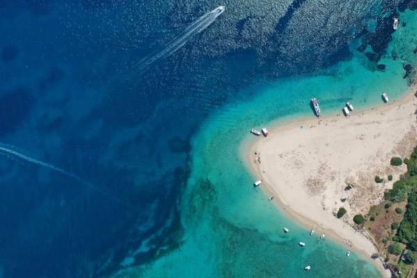 Μαραθονήσι: Το πανέμορφο νησάκι του Ιονίου που έχει κατοίκους μόνο χελώνες!