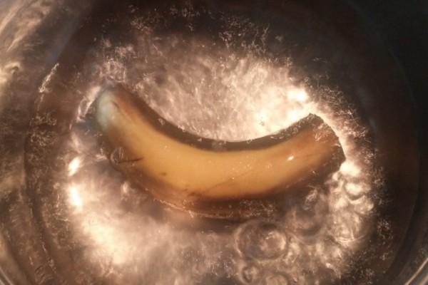 Βράστε μια μπανάνα, πιείτε το νερό πριν κοιμηθείτε και δείτε τι θα συμβεί με τον ύπνο σας (Video)