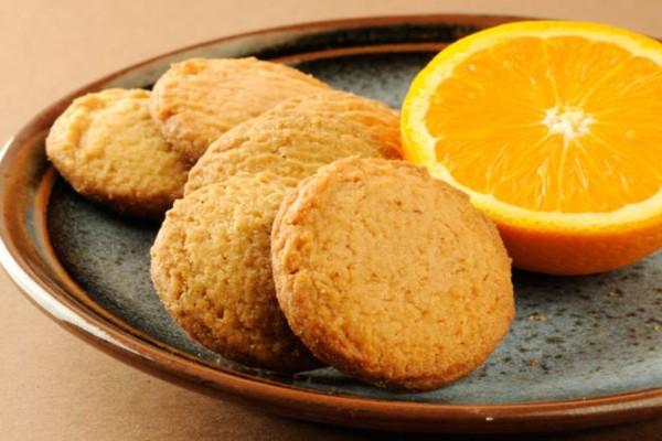 Τραγανά μπισκότα πορτοκαλιού χωρίς μίξερ