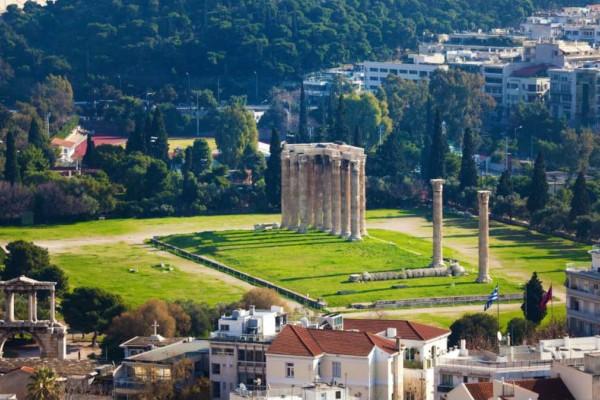 Η φωτογραφία της ημέρας: Βόλτα στις στήλες του Ολυμπίου Διός