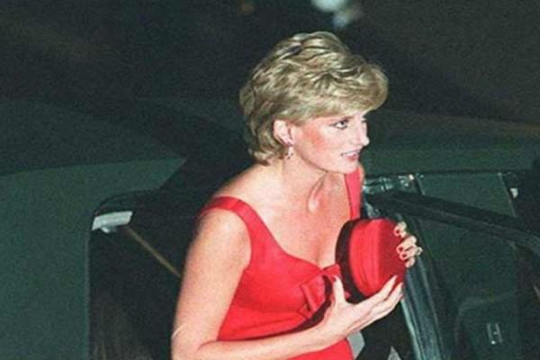 Πριγκίπισσα Νταϊάνα: Αυτός είναι ο λόγος που κρατούσε πάντα μικρό τσαντάκι
