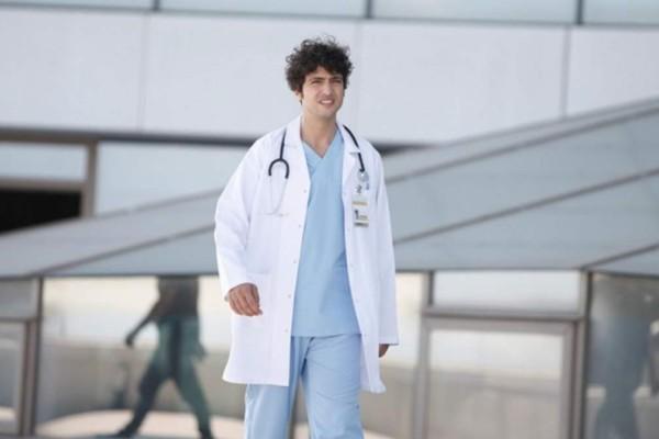 Ο Γιατρός: Το πρόσωπο έκπληξη που φτάνει στα επείγοντα και αναστατώνει τους πάντες