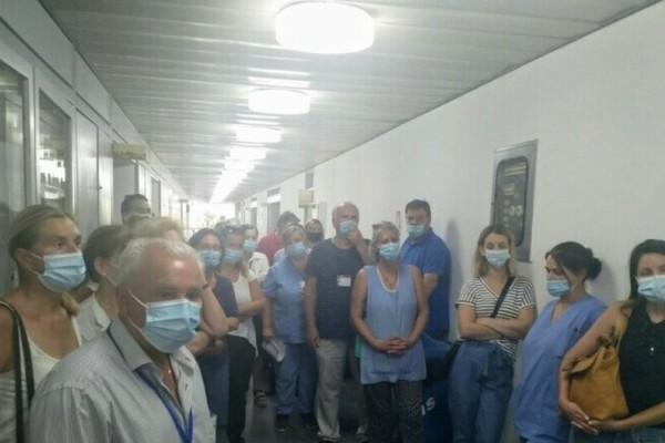 Πάτρα: Κατάληψη για την υποχρεωτικότητα του εμβολιασμού στο νοσοκομείο Άγιος Ανδρέας