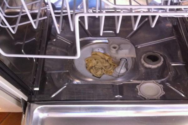 Αποτελεσματικό: Κάνε το πλυντήριο πιάτων καινούργιο με μαγειρική σόδα!