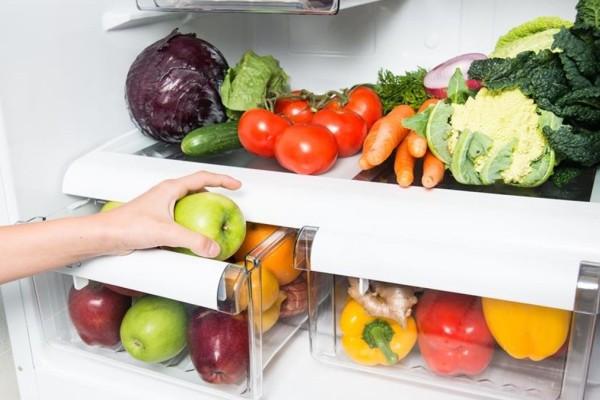 Κόλπο για να μη χαλάνε γρήγορα τα φρούτα και τα λαχανικά στο ψυγείο