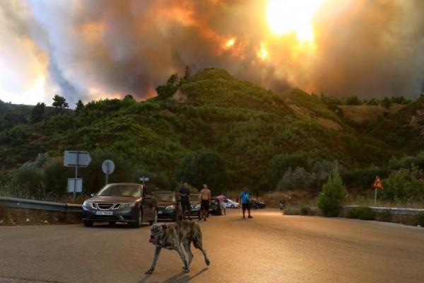 Φωτιά στη Βαρυμπόμπη: Απομακρύνουν μετανάστες από τη δομή της Μαλακάσας