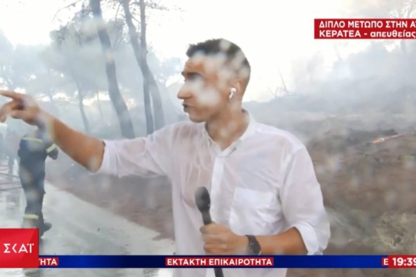 Τα... δύσκολα του ρεπορτάζ: Ρεπόρτερ του ΣΚΑΪ δέχθηκε ρίψη από καναντέρ στον αέρα