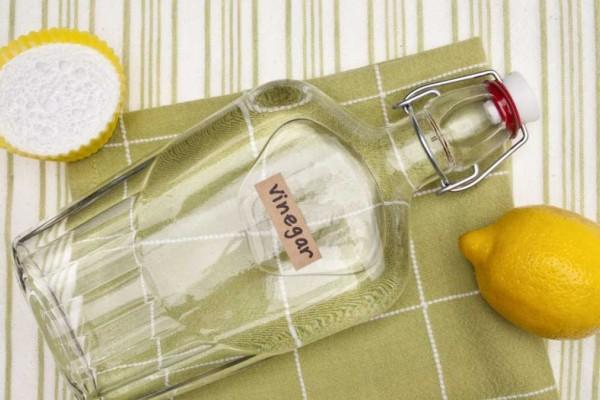 Πήρε λεμόνι και ξύδι για να καθαρίσει τους καθρέπτες του σπιτιού - Αυτό που συνέβη θα σας ξετρελάνει