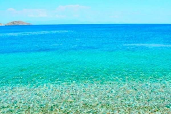 Η φωτογραφία της ημέρας: Κυριακή στα απέραντο γαλάζιο της Τήλου