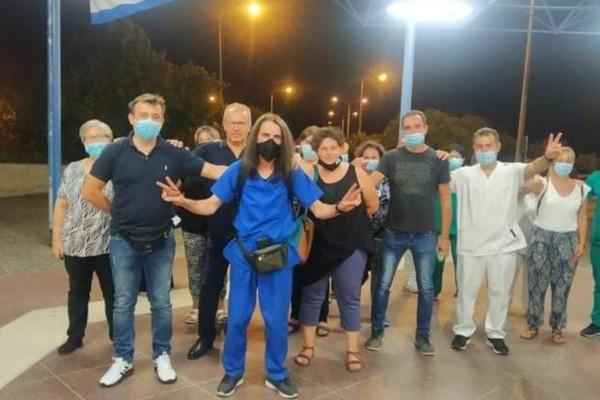 Απίστευτο! Τραυματιοφορέας έρχεται με τα πόδια από την Λάρισα στην Αθήνα για να διαμαρτυρηθεί για τις αναστολές