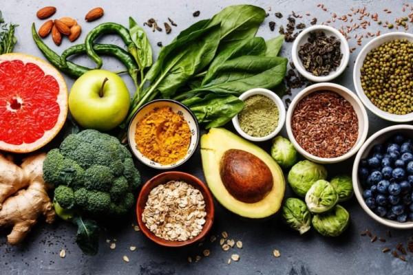 Οι τροφές που πρέπει να τρώτε ανάλογα με την ηλικία σας