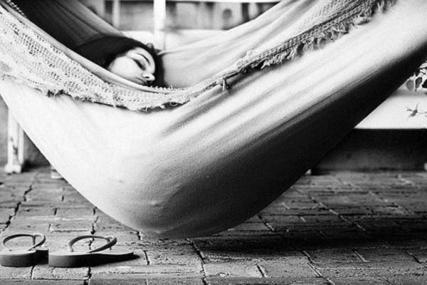 Απολαυστικός ύπνος χωρίς κλιματιστικό με αυτά τα… δροσερά tips!