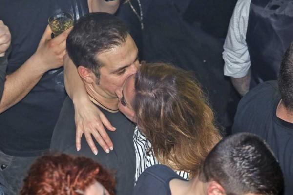 «Καυτές» φωτογραφίες Δέσποινας Βανδή και Ντέμη Νικολαΐδη: Τα παθιασμένα φιλιά το 2007 όταν ήταν τρελά ερωτευμένοι