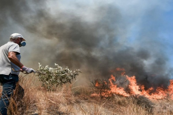 Εκκένωση στα Βίλια: Απομακρύνθηκαν 14 ηλικιωμένοι από το γηροκομείο - Θετικοί στον κορωνοϊό οι δυο