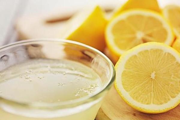 14 + 1 προβλήματα υγείας που αντιμετωπίζει ο χυμός λεμονιού