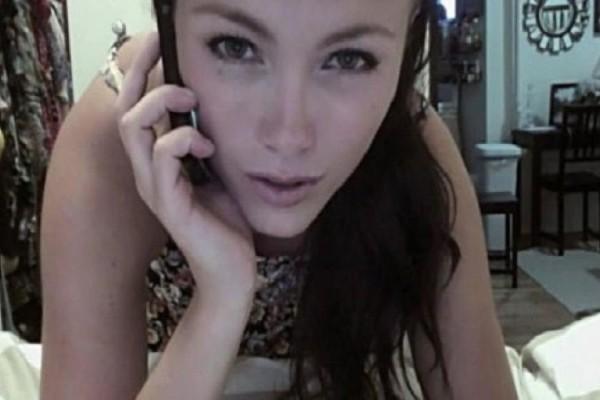 29χρονη νόμιζε ότι η κάμερα του υπολογιστή της δεν έκλεινε λόγω βλάβης - Στην πραγματικότητα τα πράγματα ήταν πολύ χειρότερα... (Video)