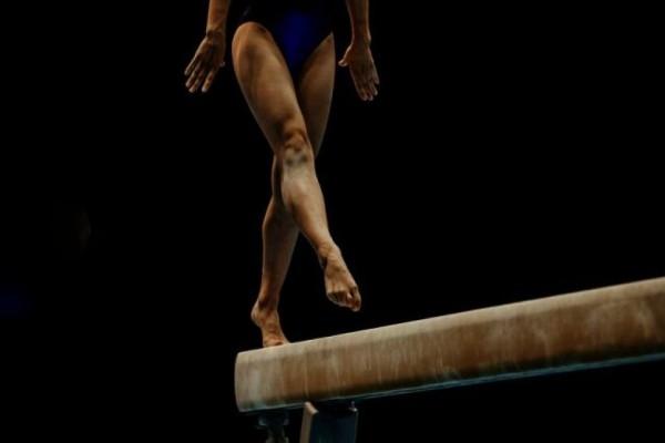 «Έτρεχε αίμα από το αιδοίο μου... Μου έχωσε πολύ δυνατή μπουνιά...» - Ανατριχιαστικές καταγγελίες από αθλήτριες στην ενόργανη (Video)