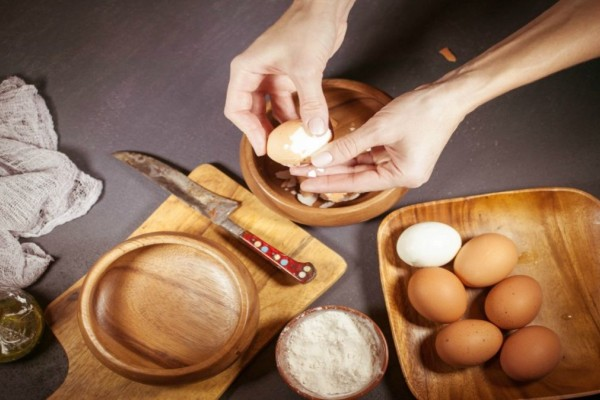 3+1 λύσεις για να φύγει η μυρωδιά του αυγού από το ποτήρι