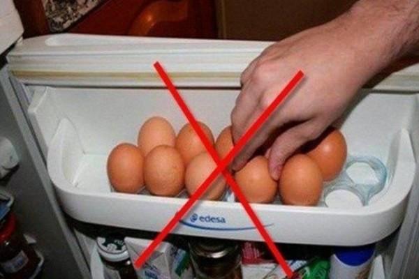 Για ποιο λόγο δεν πρέπει να βάζετε ποτέ τα αυγά στο ψυγείο!