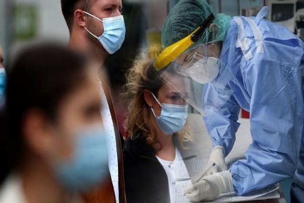 Κορωνοϊός: Προβληματισμένοι οι ειδικοί - Έχουμε «πανδημία ανεμβολίαστων»