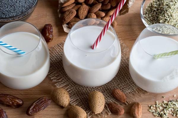 Ένα ποτήρι γάλα το βράδυ με πολλαπλά οφέλη!