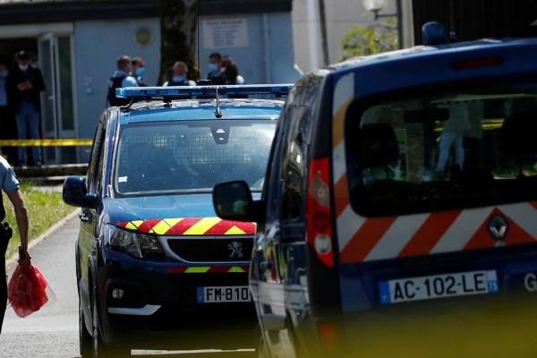 Σοκ στη Γαλλία: Αυτοκίνητο έπεσε πάνω σε θαμώνες καφετέριας – Πληροφορίες για τραυματίες