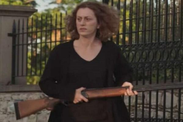 H Γη της Ελιάς: Η Χάϊδω αγοράζει παράνομα καραμπίνα - Ποιον πάει να σκοτώσει