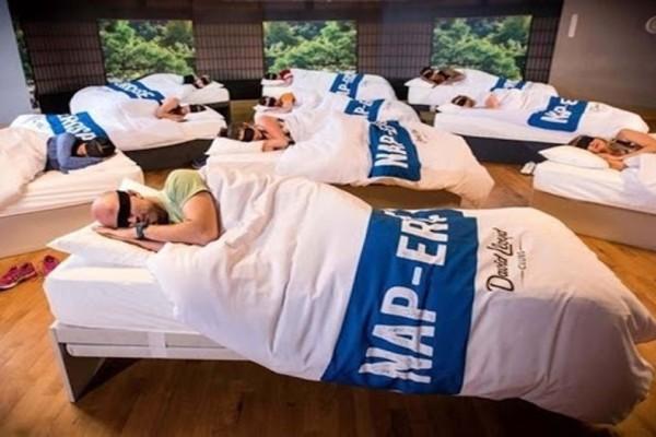 Κι όμως...Γυμναστήριο προσφέρει τμήμα ύπνου σε κουρασμένους γονείς!