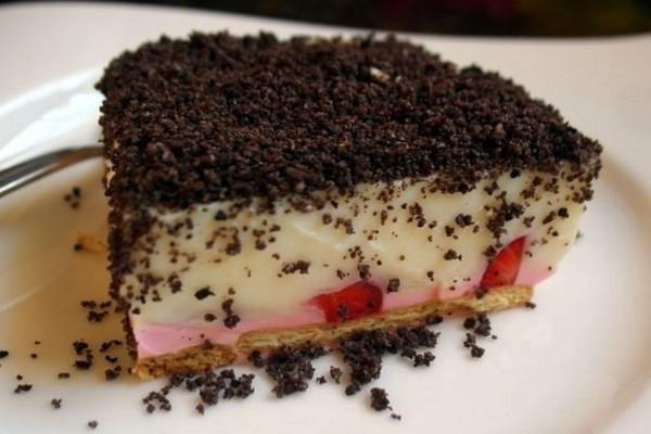 Ανάλαφρο γλυκό ψυγείου με μπισκότα και φράουλες