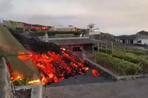 Συγκλονιστικές εικόνες από την έκρηξη ηφαιστείου στην Ισπανία: Η λάβα
